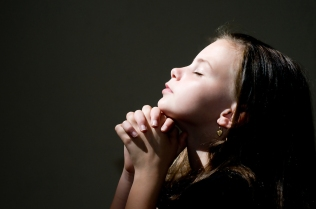 An image of a young girl praying