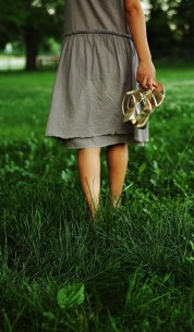walking-on-grass-in-bare-feet