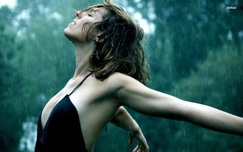 woman-in-the-rain-girl-wallpaper