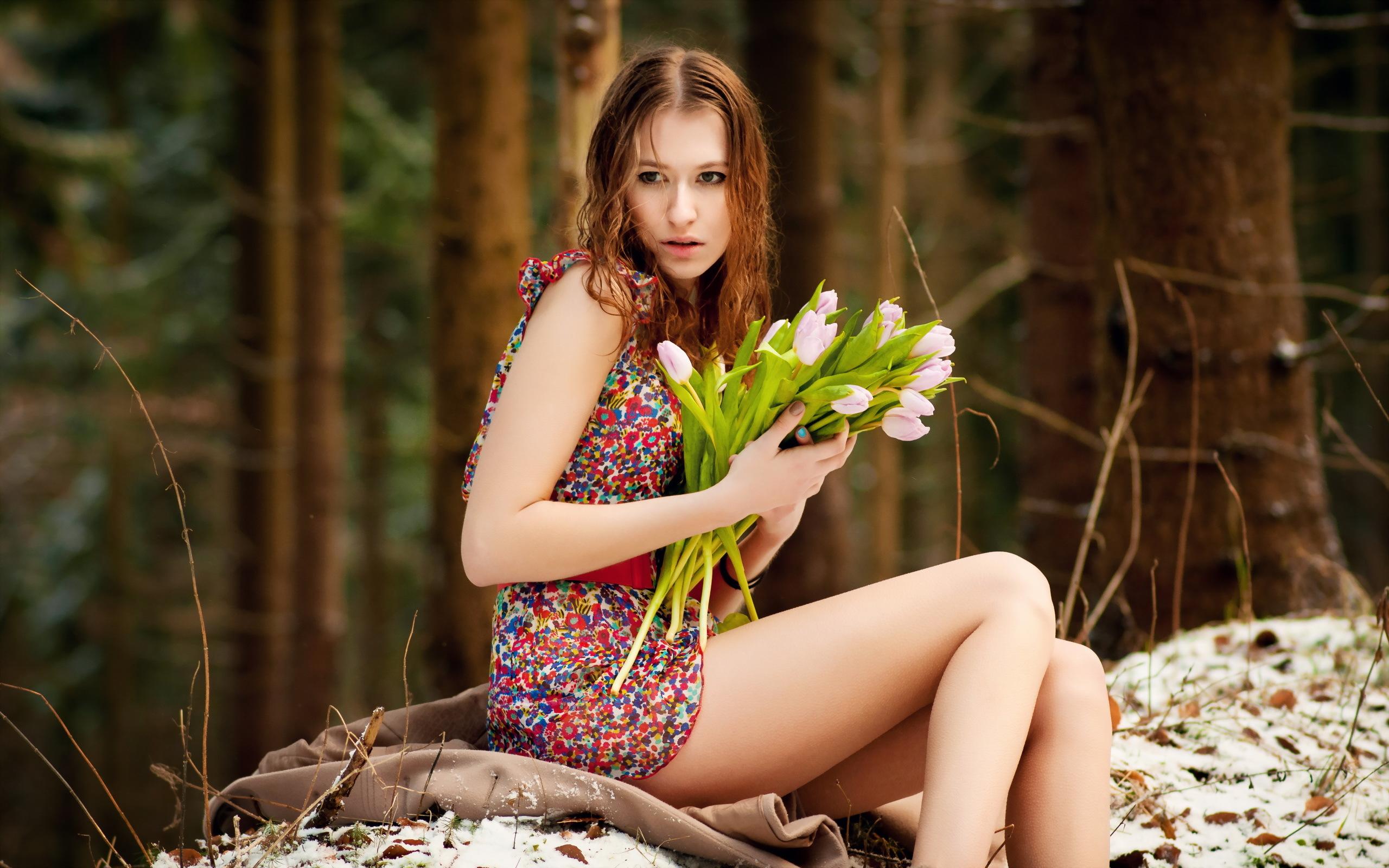 женщина без одежды на природе суют