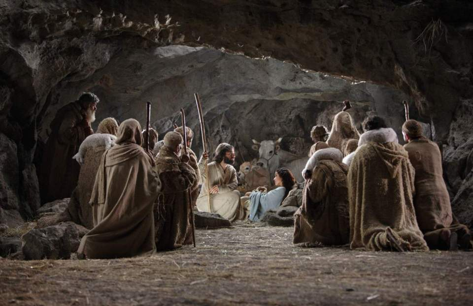 jesus-birth_nativity-story-gathering