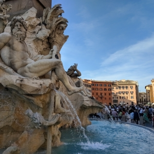 Statue_Square_Rome_Photo by Arlen Shahverdyan